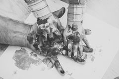 Développement de l'enfant Jour de pères, amour de famille et soin Photos libres de droits
