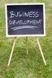 Développement des affaires écrit sur un tableau Images libres de droits