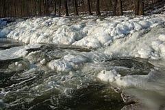 Déversoir congelé en hiver Photographie stock