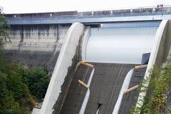 Déversoir de Cleveland Dam à Vancouver du nord, Canada images stock
