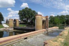 Déversoir historique d'aiguille à la rivière de Havel (Brandebourg, Allemagne) Photo libre de droits