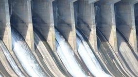 Déversoir ouvert de Time Lapse au barrage le Maryland de Conowingo banque de vidéos