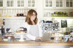 Dê boas-vindas a meu café Imagens de Stock