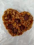 Dê a cookie do vegetariano do amor Fotografia de Stock Royalty Free
