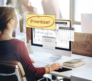 Dê a prioridade ao conceito da urgência das tarefas da importância da eficiência imagens de stock royalty free