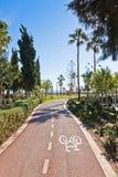 Dê um ciclo pistas no parque de Molos em Limassol, Chipre Fotografia de Stock