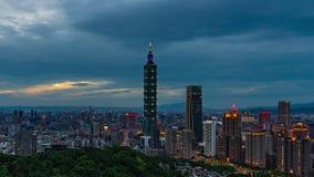 Día al lapso de la noche de la ciudad en Taipei, Taiwán metrajes