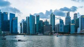 Día al vídeo del lapso de tiempo del nigt de Singapur céntrico con Marina Bay en la ciudad de Singapur, Singapur, Timelapse 4K almacen de metraje de vídeo