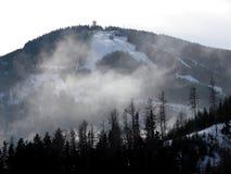 Día asoleado del esquí Imagenes de archivo