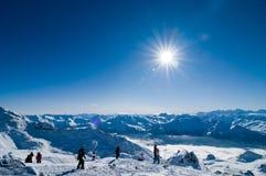 Día asoleado en montañas Imagen de archivo libre de regalías