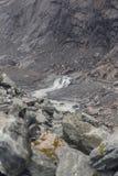 Día brumoso en las montañas cerca de Franz Josef Glacier imagenes de archivo