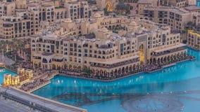Día céntrico de Dubai al timelapse de la noche Visión superior desde arriba metrajes