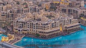Día céntrico de Dubai al timelapse de la noche Visión superior desde arriba almacen de metraje de vídeo