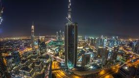 Día céntrico de Dubai a la opinión panorámica de las torres modernas del timelapse de la noche del top en Dubai, United Arab Emir metrajes