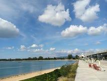 Día caliente hacia fuera en el puente de Sarasin imagen de archivo libre de regalías