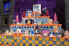 Día colorido mexicano de skeleton dias de los muertos del altar de los cráneos de la muerte muerta fotografía de archivo