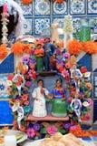 Día colorido mexicano de skeleton dias de los muertos del altar de los cráneos de la muerte muerta imagen de archivo