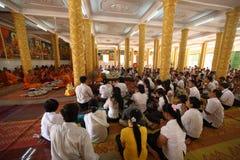 Día de ben del phcum de Camboya en budismo de la pagoda en Siem Reap Foto de archivo