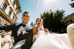 Día de boda asombroso de los pares modernos Imagen de archivo