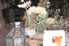 Día de boda de la decoración de la mesa de comedor Fotos de archivo libres de regalías