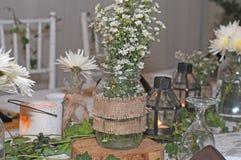 Día de boda de la decoración de la mesa de comedor Foto de archivo libre de regalías