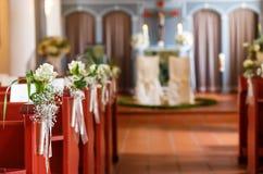 Día de boda - decoración de la iglesia Fotos de archivo