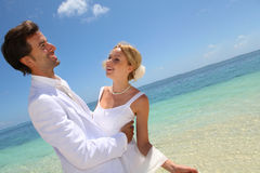Día de boda por el mar Imágenes de archivo libres de regalías