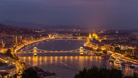 Día de Budapest al lapso de la noche almacen de metraje de vídeo