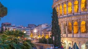 Día de Colosseum al timelapse después de la puesta del sol, Roma de la noche metrajes