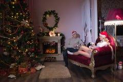 Día de fiesta alegre de la Navidad Feliz Año Nuevo Enhorabuena y regalos La Navidad, Imagen de archivo libre de regalías