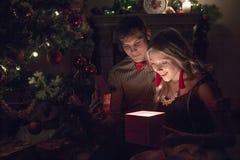 Día de fiesta alegre de la Navidad Feliz Año Nuevo Enhorabuena y regalos La Navidad, Fotos de archivo libres de regalías