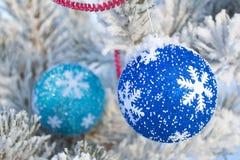 Día de fiesta alegre de la Navidad Feliz Año Nuevo Enhorabuena y regalos La Navidad, invierno, nieve Fotos de archivo