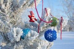 Día de fiesta alegre de la Navidad Feliz Año Nuevo Enhorabuena y regalos La Navidad, invierno, nieve Fotografía de archivo