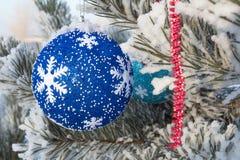 Día de fiesta alegre de la Navidad Feliz Año Nuevo Enhorabuena y regalos La Navidad, invierno, nieve Imagen de archivo libre de regalías