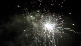 Día de fiesta de la exhibición del fuego artificial almacen de metraje de vídeo