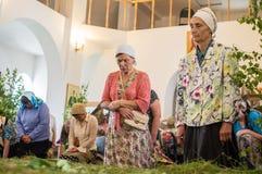 Día de fiesta de la iglesia ortodoxa en Pentecostés domingo en la región de Kaluga en Rusia el 19 de junio de 2016 Fotografía de archivo