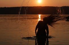 Día de fiesta de la puesta del sol en el lago Foto de archivo libre de regalías