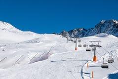 Día de fiesta del esquí, día soleado en la estación de esquí alpina popular, Solda Fotos de archivo libres de regalías