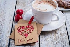 Día de fiesta del regalo de la tarjeta del concepto del día de tarjeta del día de San Valentín foto de archivo libre de regalías