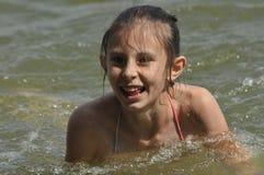 Día de fiesta en el mar Familia con los niños en la playa Mar y lago Turismo Fotografía de archivo libre de regalías