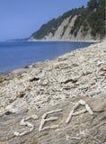 Día de fiesta en la playa Guijarro una inscripción de piedras Imagen de archivo