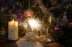 Día de fiesta en un árbol del Año Nuevo de la casa Fotos de archivo libres de regalías