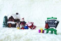 Día de fiesta de la decoración de la Navidad con Santa Claus y el muñeco de nieve en sno Fotos de archivo libres de regalías