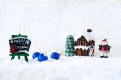 Día de fiesta de la decoración de la Navidad con Santa Claus y el muñeco de nieve en sno Foto de archivo