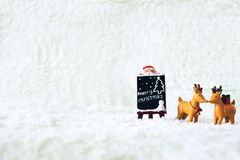 Día de fiesta de la decoración de la Navidad con Santa Claus y el muñeco de nieve en sno Fotografía de archivo libre de regalías
