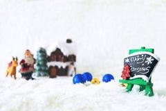 Día de fiesta de la decoración de la Navidad con Santa Claus y el muñeco de nieve en sno Imágenes de archivo libres de regalías
