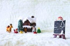 Día de fiesta de la decoración de la Navidad con Santa Claus y el muñeco de nieve en sno Fotografía de archivo