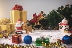 Día de fiesta de la decoración de la Navidad o Año Nuevo con Santa Claus y sn Imagen de archivo libre de regalías