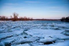Día de invierno en el río Foto de archivo