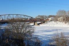 Día de invierno en la pequeña ciudad Imagen de archivo libre de regalías